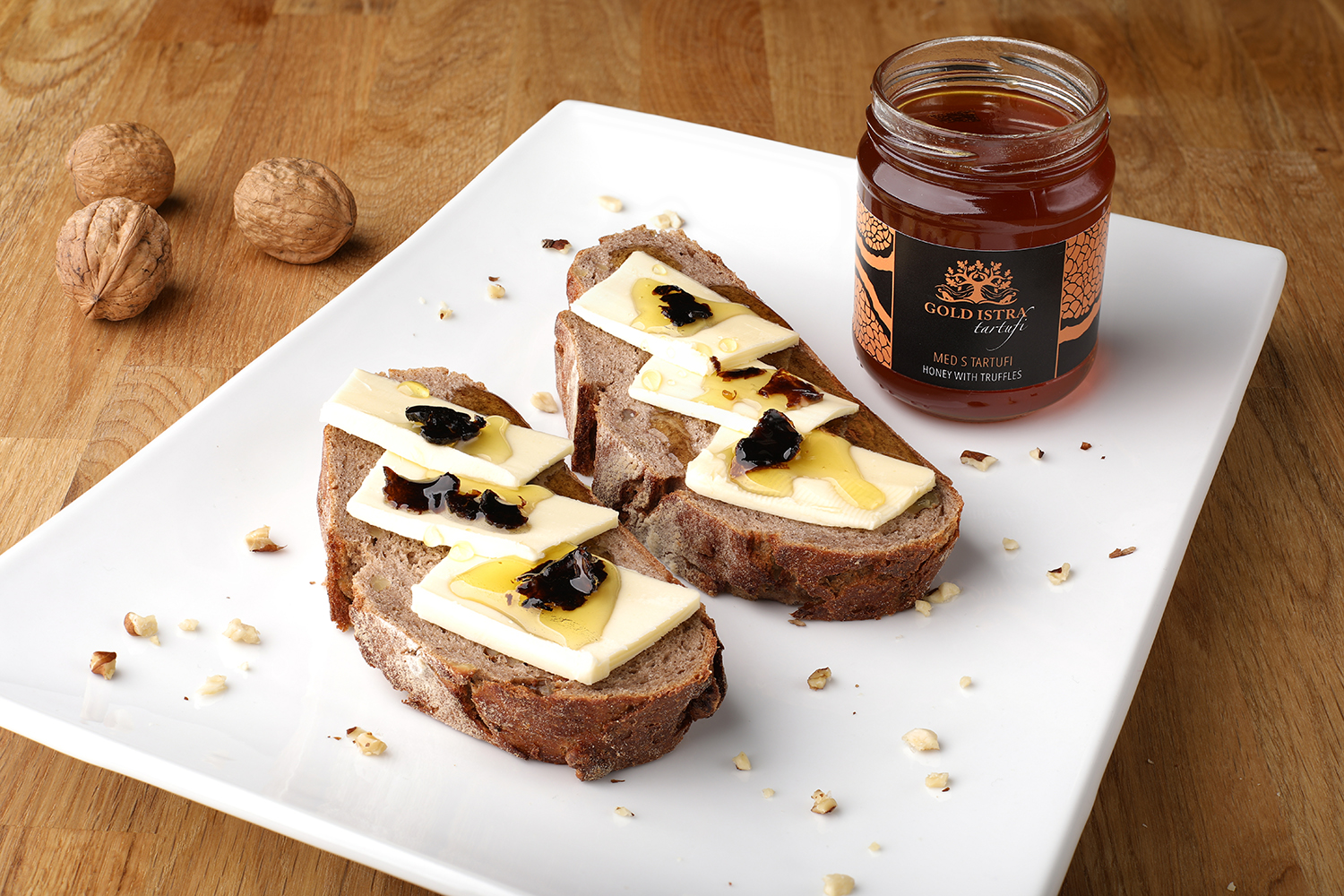 honey with pieaces of white truffles by goldistra